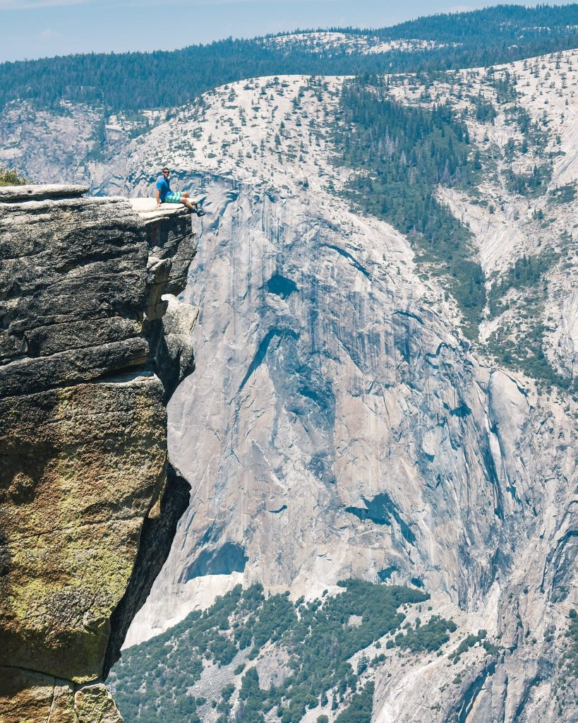 Taft Point Yosemite Valley National Park - 4 Day Hiking Itinerary, what to do and where to do stay.