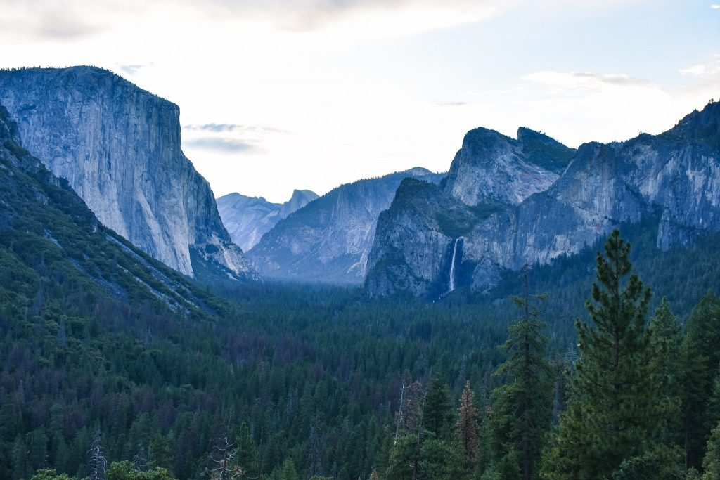 Tunnel View Yosemite National Park 4 Day Itinerary - Where to stay and what hikes to go on