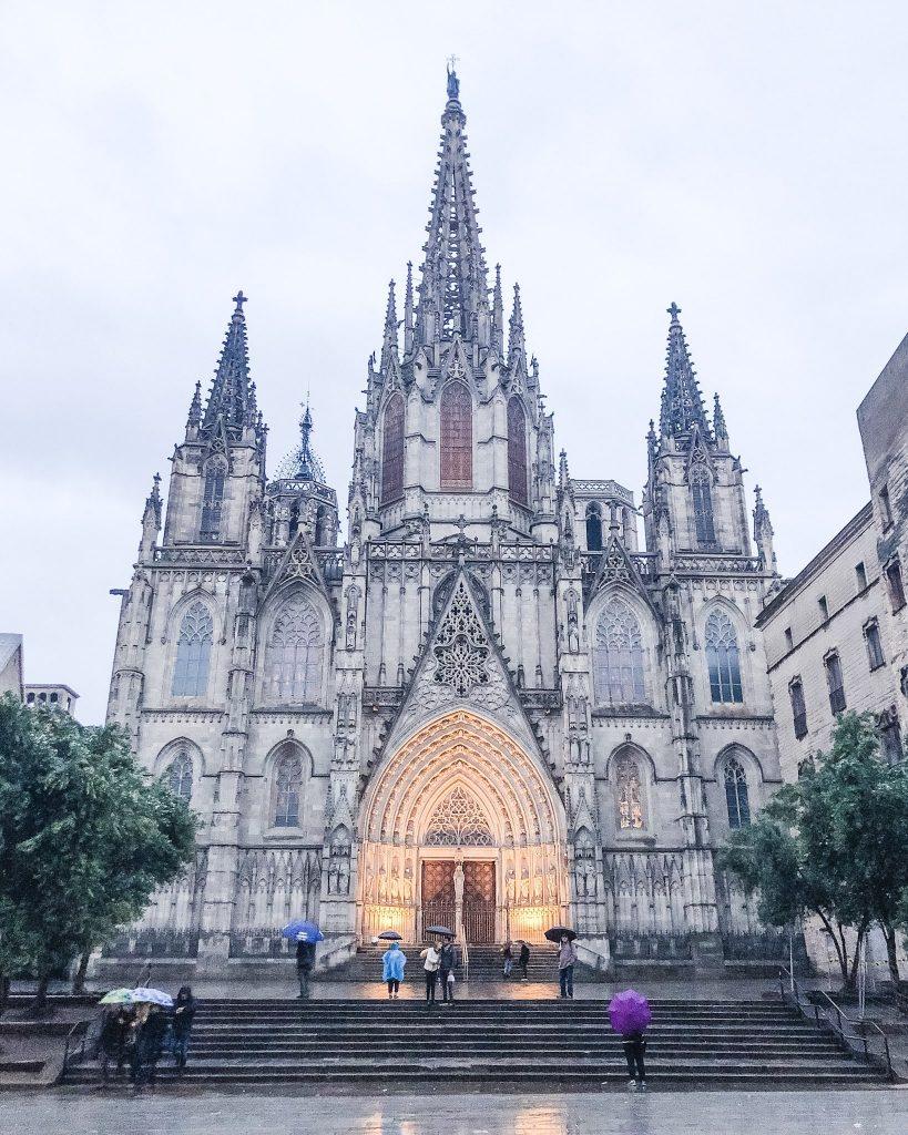 La Sagrada Familia. 24 Hours in Barcelona, Spain. What to do in Barcelona. Where to go in Barcelona. Gothic Quarter Cathedrals Barcelona. Churches of Barcelona.