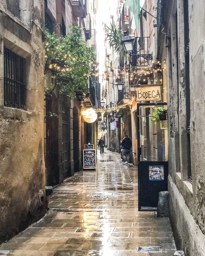 La Sagrada Familia. 24 Hours in Barcelona, Spain. What to do in Barcelona. Where to go in Barcelona. Gothic Quarter Barcelona.