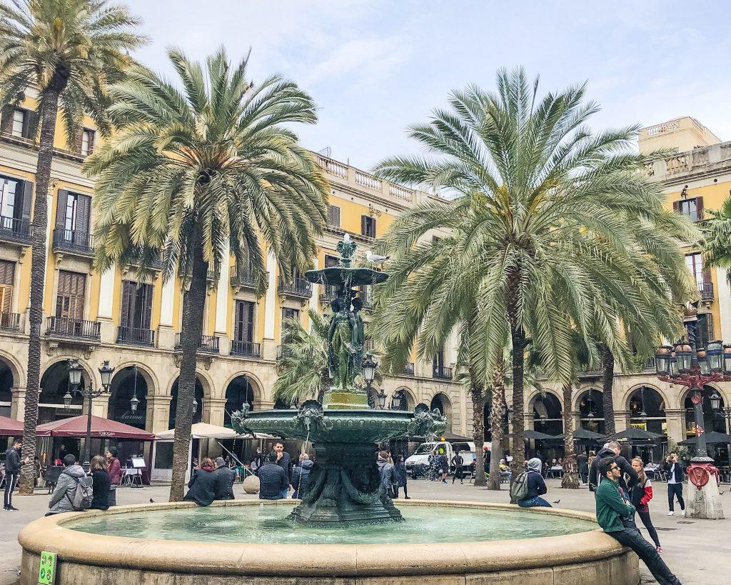Plaça Reial. 24 Hours in Barcelona, Spain. What to do in Barcelona. Where to go in Barcelona. Gothic Quarter Restaurants Barcelona.