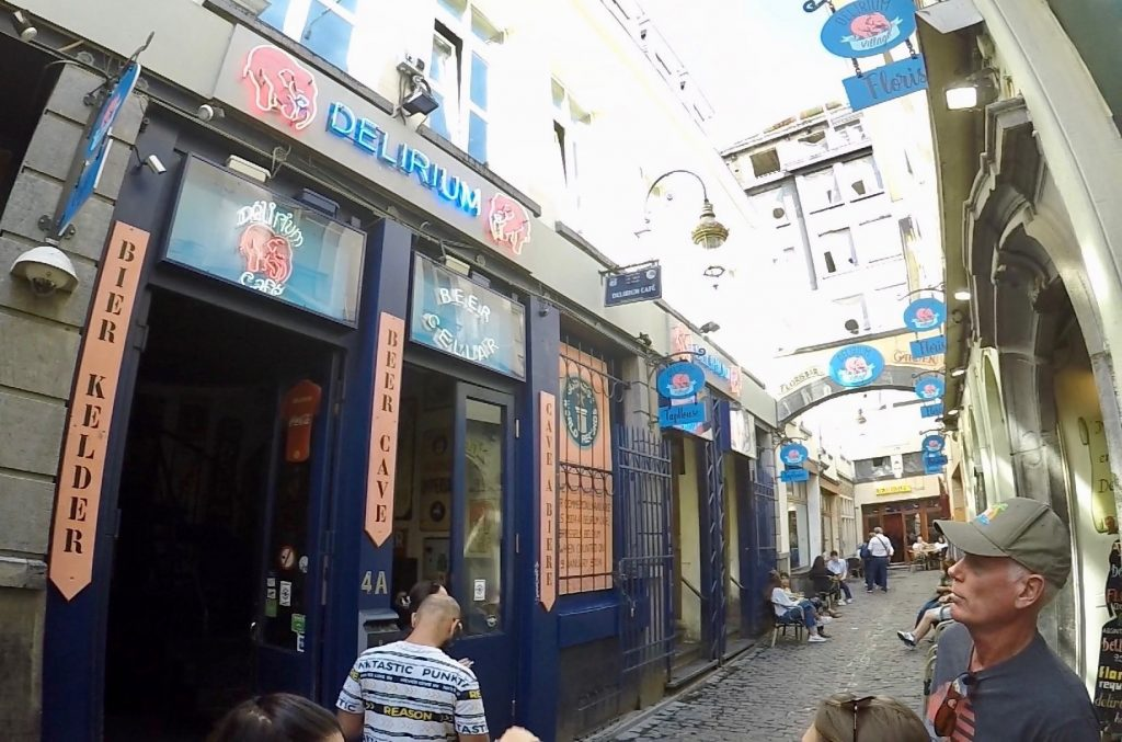 Delirium Cafe - What to see and where to eat in brussels, Delirium Cafe is the best place to drink belgian beer!