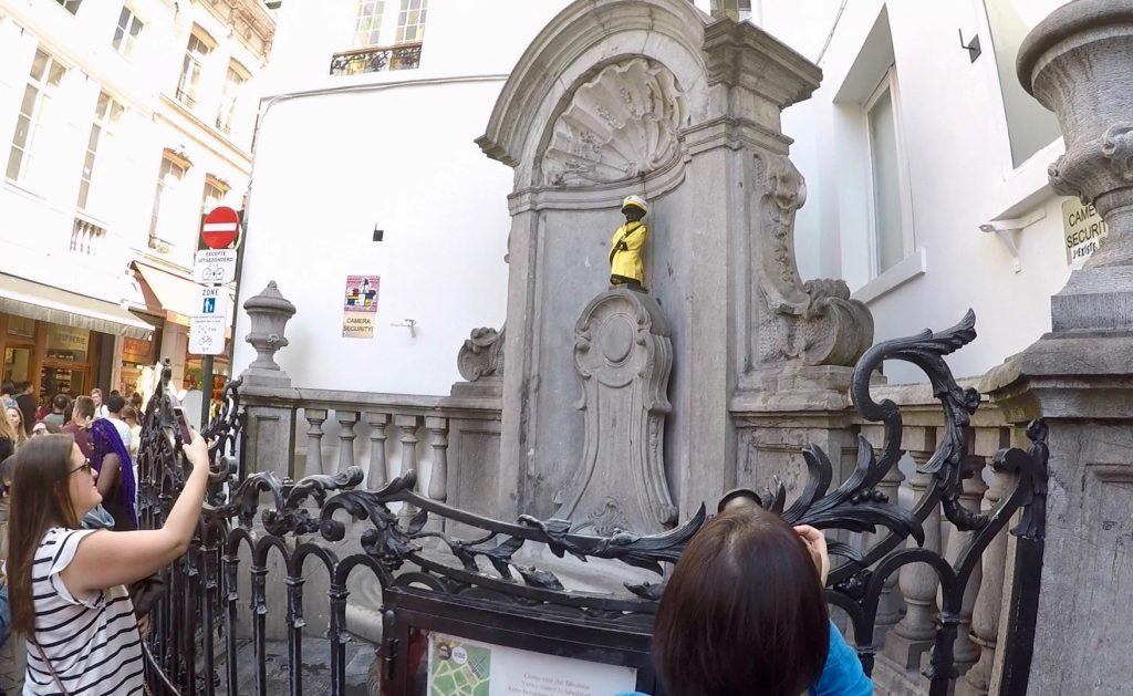 Little Pissing Man Manneken Pis - what to see in brussels (1)