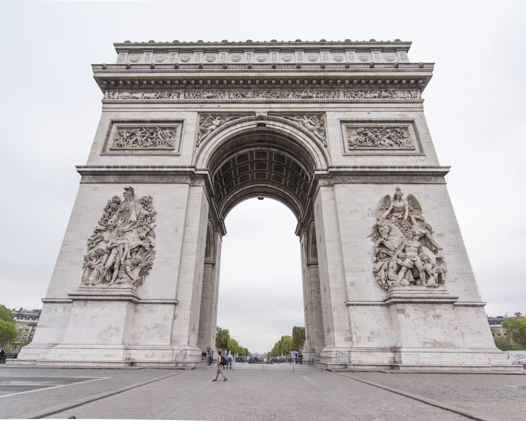 How to Make the Best of 48 Hours in Paris, France. What to see in Paris. Arc de Arc de Triomphe. Visit Arc de Arc de Triomphe. Things to see in Paris. Famous landmarks in Paris.