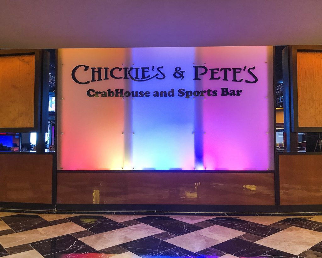 Things to do in Atlantic City in the Winter. Chickie's & Pete's Bar. Best restaurants in Atlantic City. Where to eat in AC. Chickie's & Pete's famous crab fries.