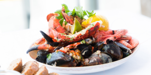THE BEST PLACES TO EAT AND DRINK IN PORTLAND, MAINE FEATURED IMAGE