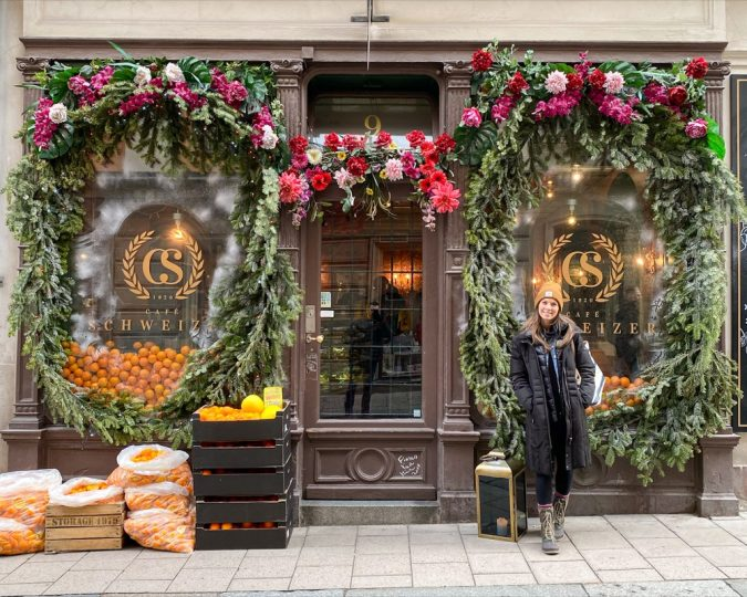 How to make the most of two days in Stockholm. Where to eat in Gamla Stan. Try Cafe Schweizer, it is delicious and right around the corner from the palace.